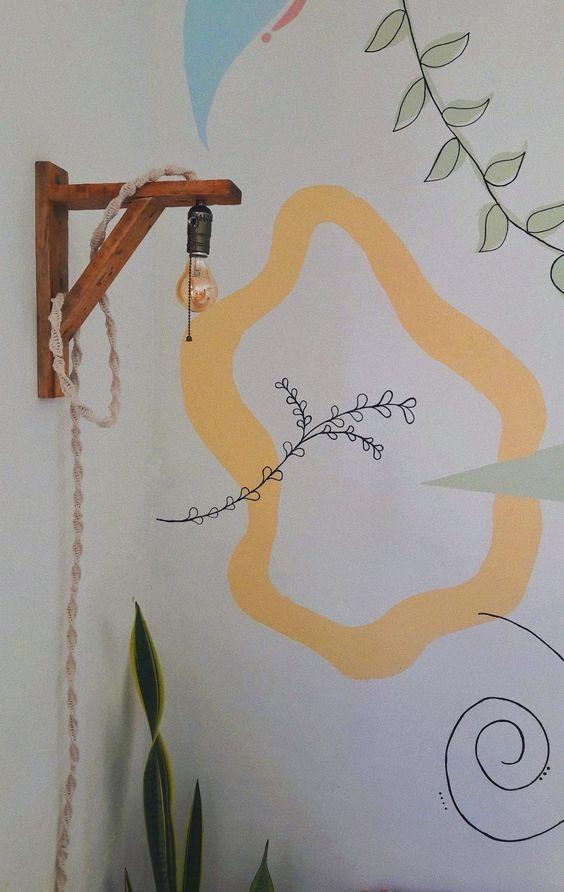Parede com pintura orgânica unindo o verde e o amarelo