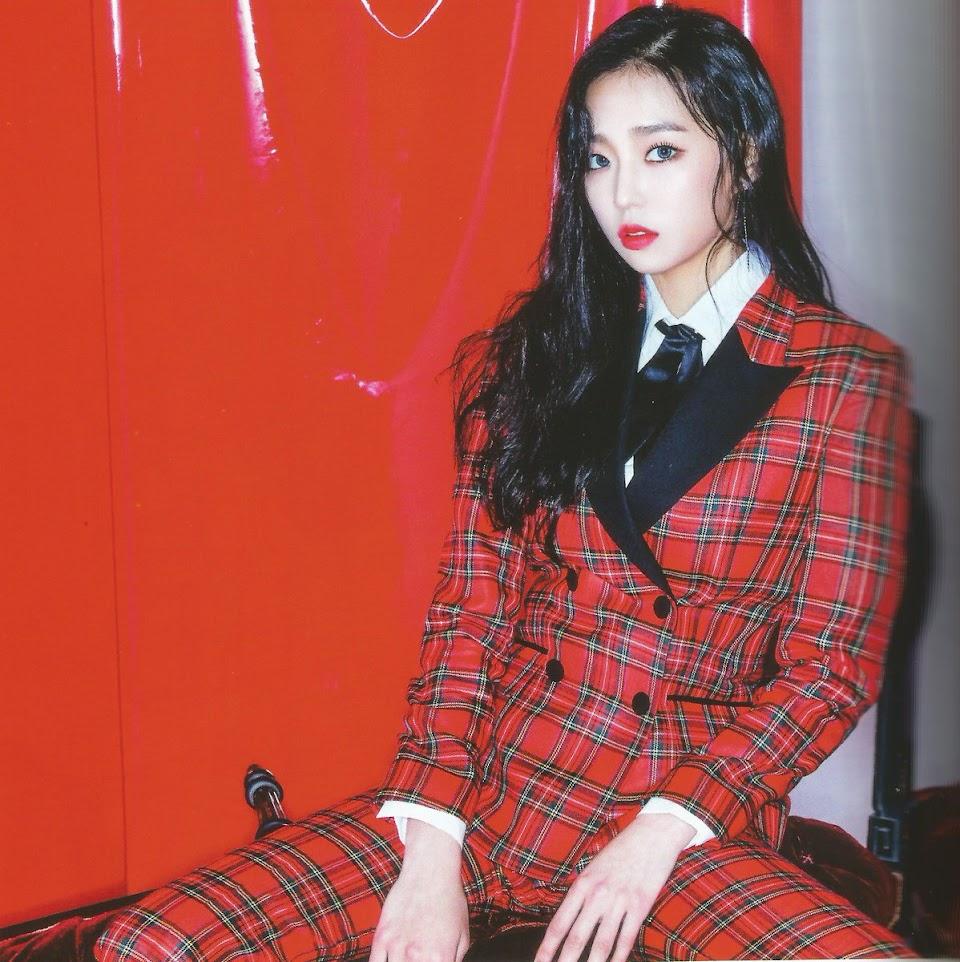 yeeun suit 26