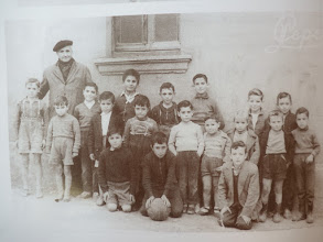 Photo: Escolares con Don Ángel. Mª Jesús Fdez Bobadilla Untoria. Año: 1958.