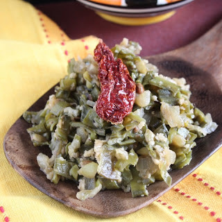 Aavryachi Bhaji/Avarakkai Poriyal (Broad Beans Stir Fry Recipe)