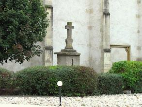 Photo: Crucea mare de piatra si Biserica Romano-Catolica - (2010.09.26)