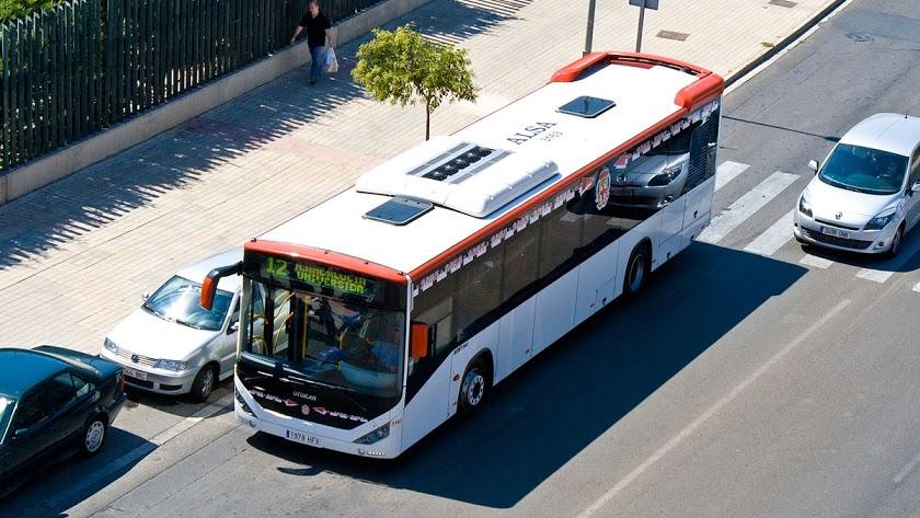 Imagen de archivo de un autobús urbano de la capital.