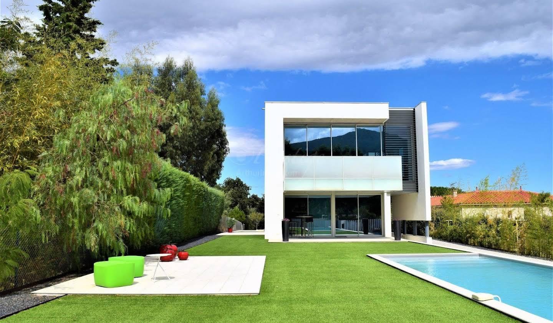 Villa with terrace Villelongue-dels-Monts