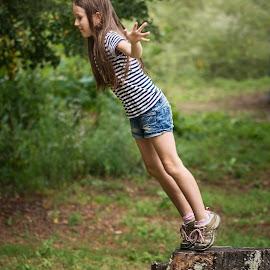 Jump by Jiri Cetkovsky - Babies & Children Child Portraits ( girl, potrrait, tanja, game, jump )