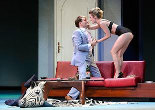 Photo: Wien/ Theater in der Josefstadt: DER GOCKEL von Georges Feydeau. Inszenierung: Josef E. Köpplinger. Premiere 19.11.2015. Dominic Oley, Pauline Knof. Copyright: Barbara Zeininger