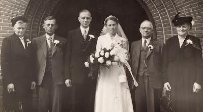 Photo: Rudolf en Appie Okken met wederzijdse ouders