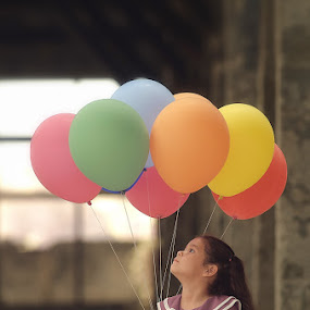 Kait with her baloon.. by Gozs- Spectre - Babies & Children Child Portraits