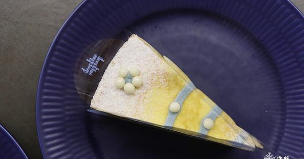 台南安平美食: 深藍咖啡旗艦店~清水模建築裡吃貴貴的千層蛋糕