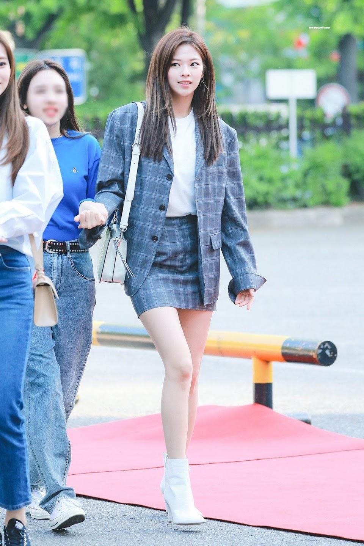 jeongyeon legs 14