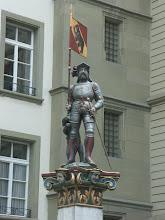 Photo: Vennerbrunnen - http://www.jenk.ch/tag/bern/