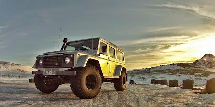 Photo: Uno dei nostri Land Rover Defender 110 AT37 nella Penisola diSnæfellsnes in Islanda, in inverno. www.90est.it