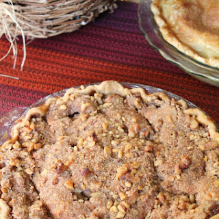 MAPLE APPLE PIE WITH WALNUT CRUMBLE TOPPING