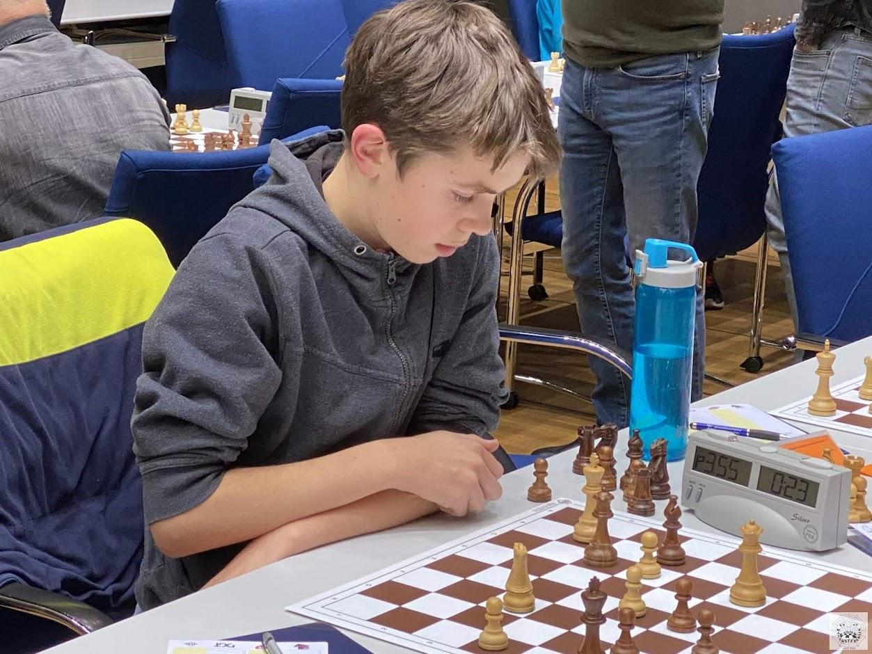 Jasper spielt in Runde 4 gegen Heiko Branditz (Reideburger SV 90 Halle)