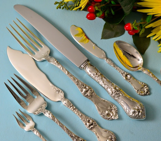Photo: http://www.RareSterling.com RareSterling.com - Reed and Barton Sterling Silver Flatware - Les Cinq Fleurs Pattern