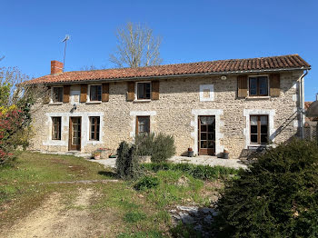 maison à Lussac (16)