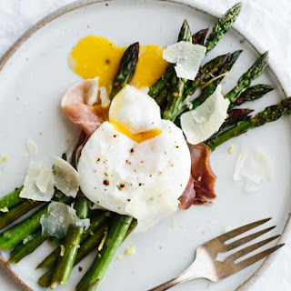 Asparagus with Poached Egg and Prosciutto Recipe