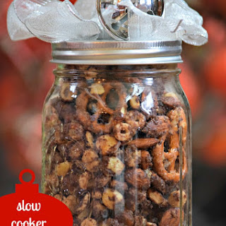 {Slow Cooker} Salted Caramel Chocolate Crunch Holiday Gift