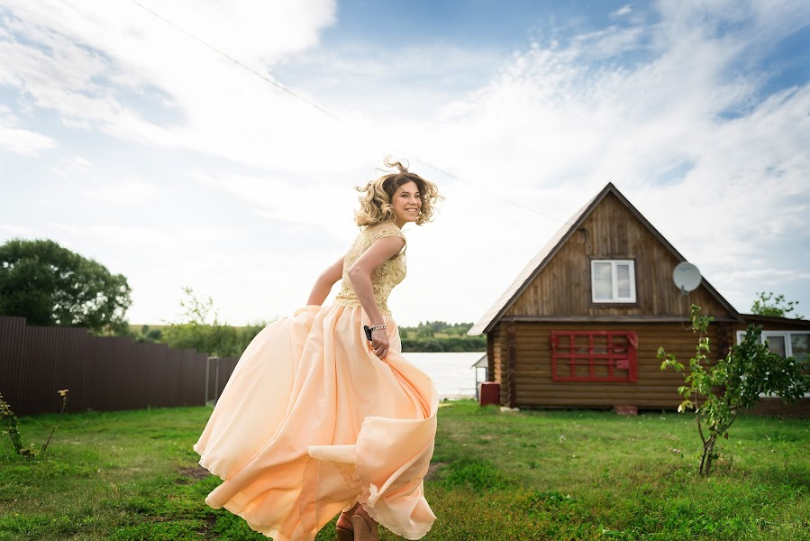 Wedding photographer Sergey Burov (BUROV). Photo of 25.08.2017