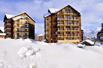 Photo: Aperçu de la résidence Castor & Pollux, vue de l'extérieur, Risoul, Alpes du Sud.