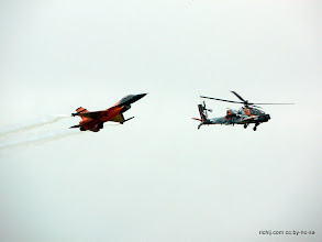 Photo: Netherlands Air Force F-16AM and AH-64D