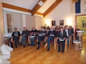 Photo: Die Ehrengäste haben bereits im Sitzungssaal Platz genommen