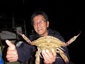 Photo: お見事! 大きいワタリガニキャッチ! 「とったどー!」