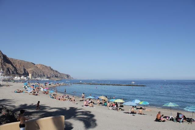 Las playas de la localidad roquetera de Aguadulce.