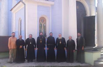 Photo: Padre Siluan con algunos obispos, clero y laicos que asistieron a la Sesion Sinodal