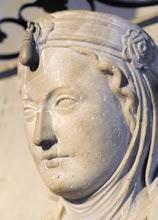 Photo: Mathilde, Gattin des Heinrich der Löwe im Dom zu Braunschweig.  Matilda Plantagenet, bekannt als Mathilde von England, wurde um 1156 in Windsor Castle, Berkshire, England als Tochter von König Heinrich II. (Henry Plantagenet) von England und der Eleonore von Aquitanien geboren. Matilda starb am 28. Juni 1189 in Braunschweig.