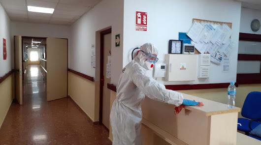 La UME apoya las labores de desinfección en la Residencia de Mayores