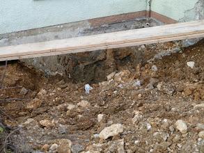 Photo: Nochmals das Loch... hier waren früher unsere Mülleimer..