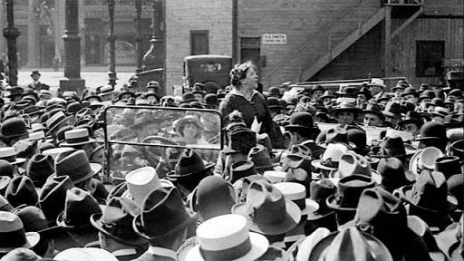 Sur Union Square à New York en mai 1916.