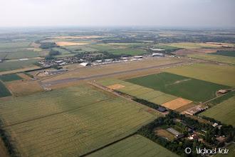 Photo: Right downwind til bane 06R på Duxford.