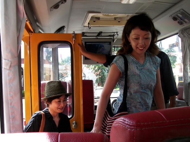 Waaah, ada turis Jepang juga dalam perjalanan kami