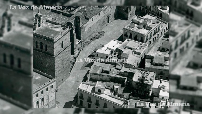 El proyecto más ambicioso que llevó a cabo la constructora de la Iglesia fue levantar en la misma cara de la Catedral un edificio de ocho plantas.