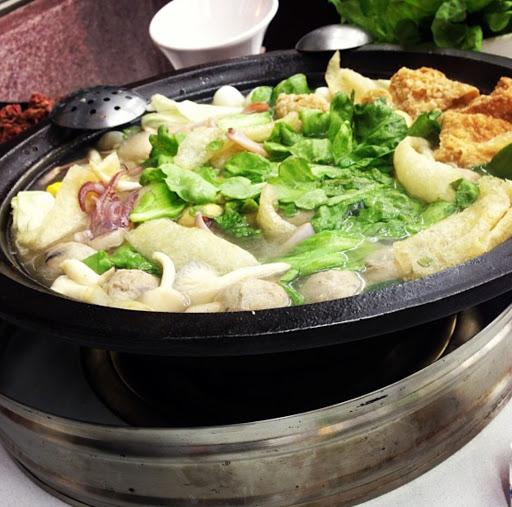 終於來到火鍋的季節,湯頭特別牛肉也好吃