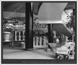 """Photo: Balie, wiaderka, koszyki (ciekawy wzór) i wózki dla najmłodszych wyeksponowane """"pod schodami"""""""