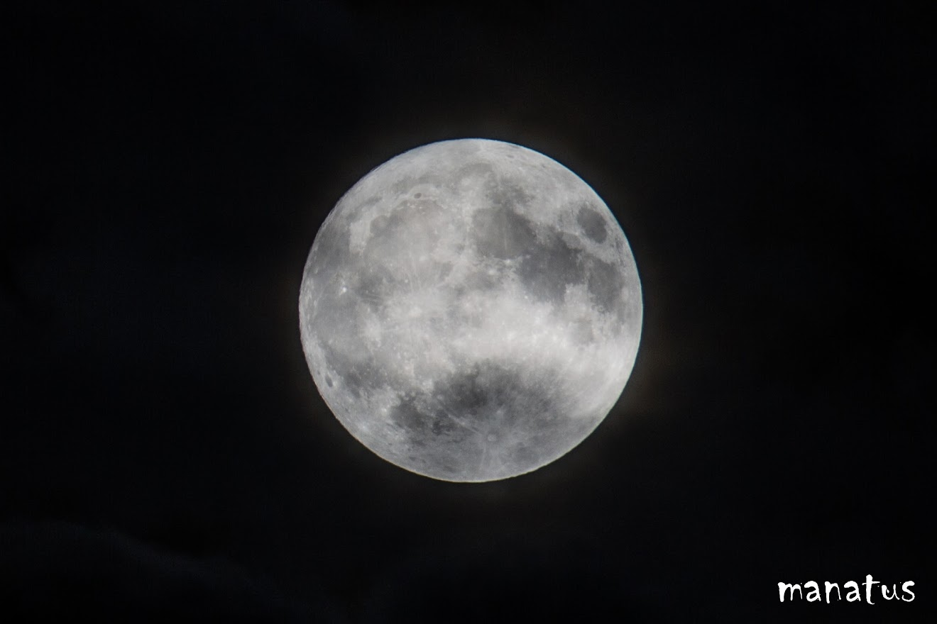luna entre nubes