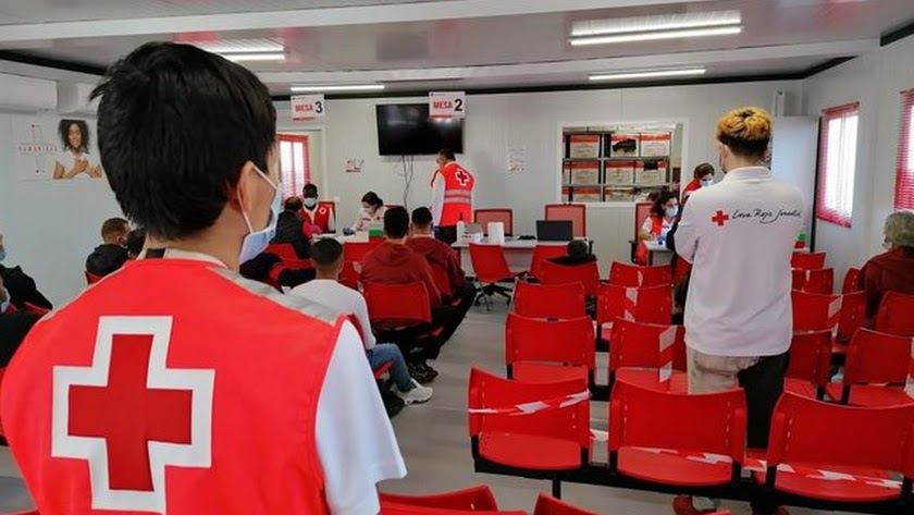 Cruz Roja atendió durante el fin de semana a 228 personas llegadas en patera.