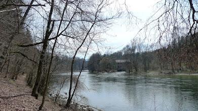 Photo: das da drüben ist die kohlwehr, ein kleinkraftwerk der PF Steyrermühl- das war früher ein toller badeplatz, der jetzt gesperrt ist.