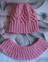 Photo: вязаная женская шапочка с косами