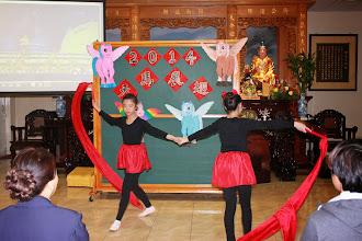 Photo: 彩帶舞的表演
