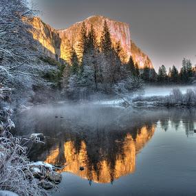 Yosemite getting ready for winter by Eleazar Valdez - Landscapes Mountains & Hills ( winter, park, yosemite, fog, sunset, snow )