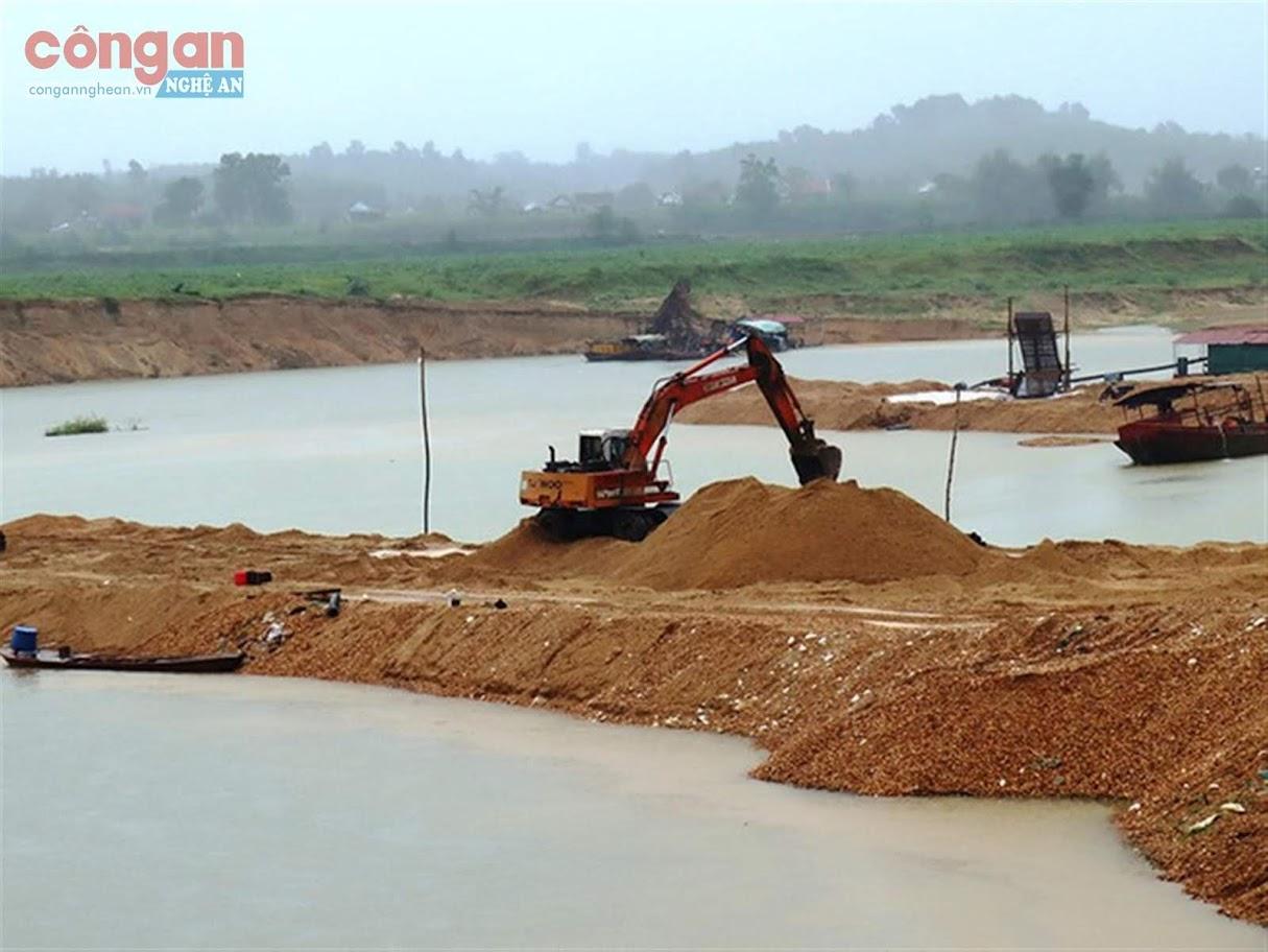 Con đê doanh nghiệp tự đắp, chặn dòng để khai thác cát tại xã Nghĩa Đồng