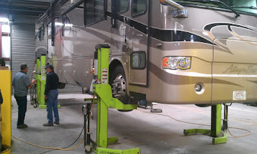 Photo: This is How a Motorhome is Lifted