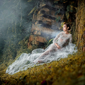 In the forest 3 by Ken Raven - Wedding Bride ( wedding photography, wedding dress, potraits of women, portrait, potraiture, portrait photographers, prewedding, weddings, wedding, pre wedding, portraits and people, wedding photographer, bride and groom, bride, potraits )