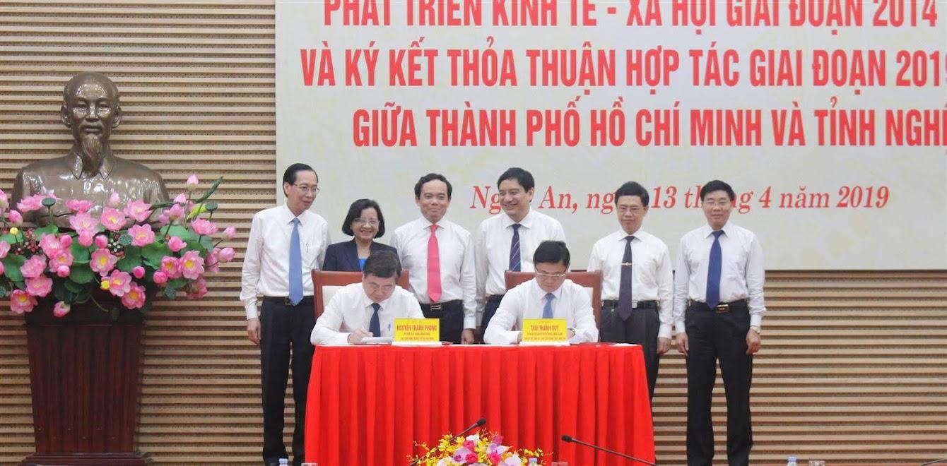 Ký kết biên bản ghi nhớ giữa hai địa phương TP Hồ Chí Minh và Nghệ An