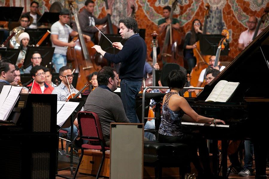 El primer ensayo de la Sinfonía Turangalila en el Palau de la Música Catalana en Barcelona se llevó a cabo el 6 de enero de 2016. Esta era la primera vez que la sinfonía sonaba en este teatro luego de 30 años.