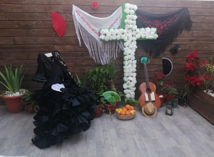 Las cruces de mayo en casas y balcones