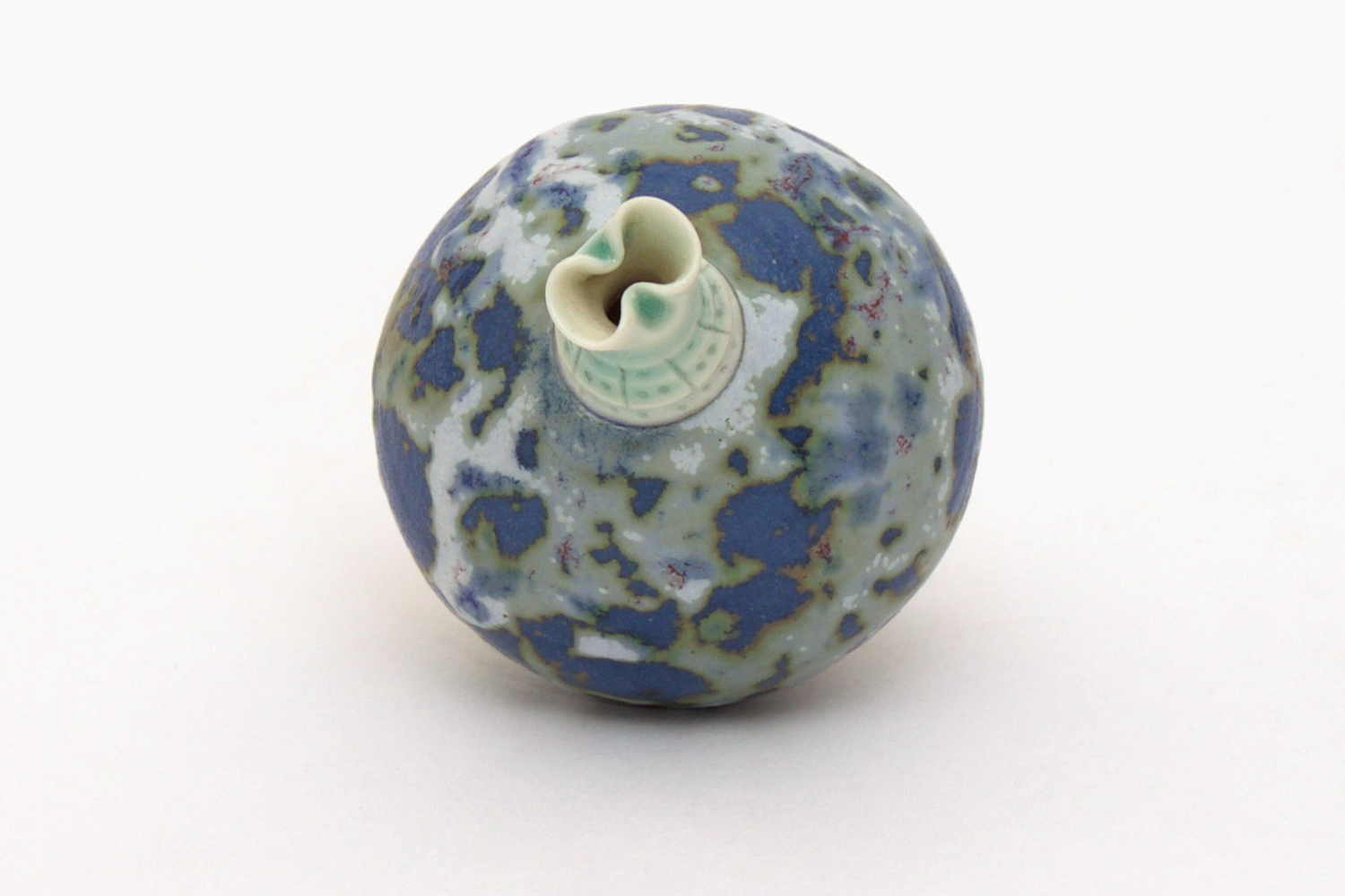 Geoffrey Swindell Miniature Ceramic Form 01